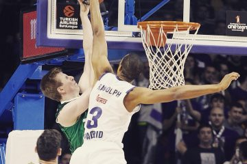 Anthony Randolph blocking Brock Motum